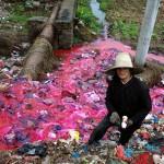 013-bouteilles-plastique-riviere-polluee