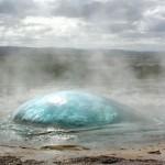 geyser en éruption